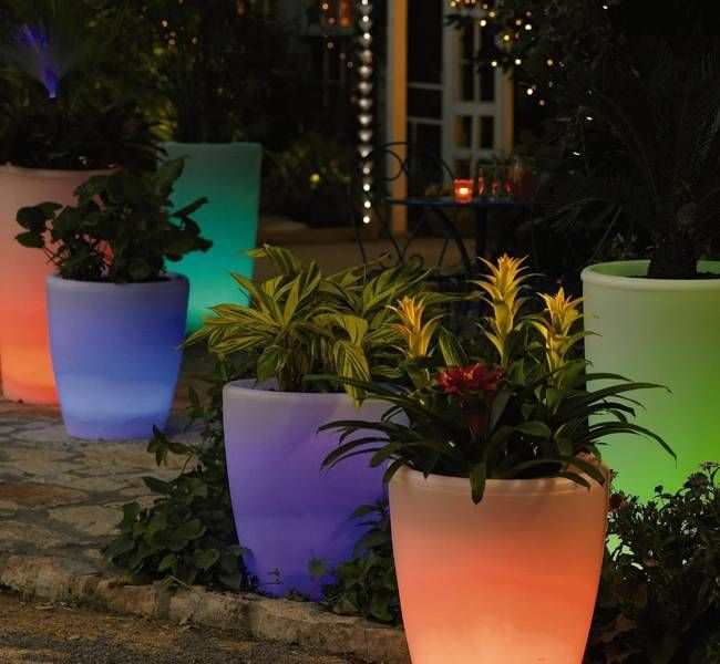 Solar Illuminated Planters The Frosted White Planter Powers Up