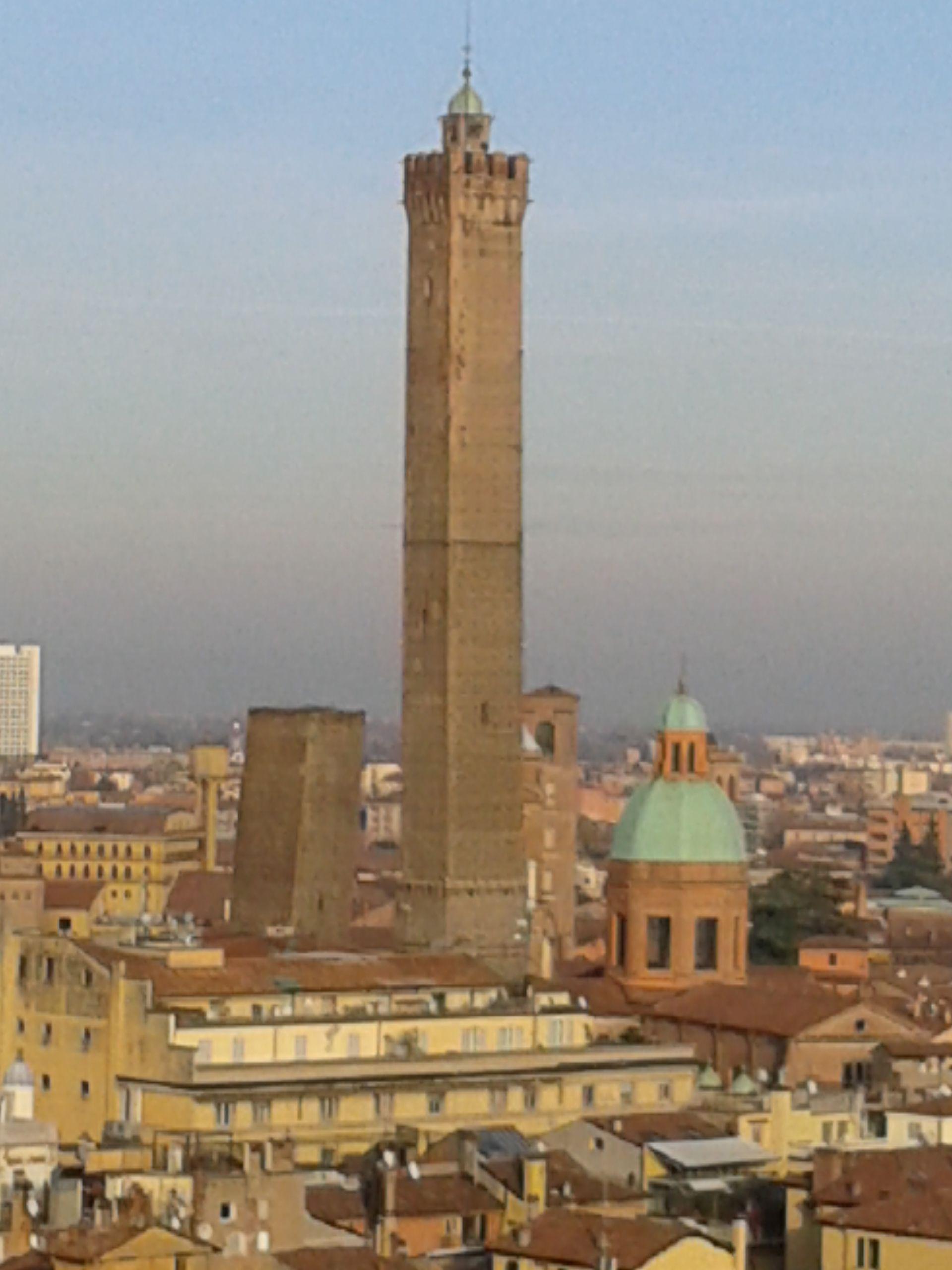 Le Torri di Bologna Spettacolo con finale con vista dalla terrazza ...