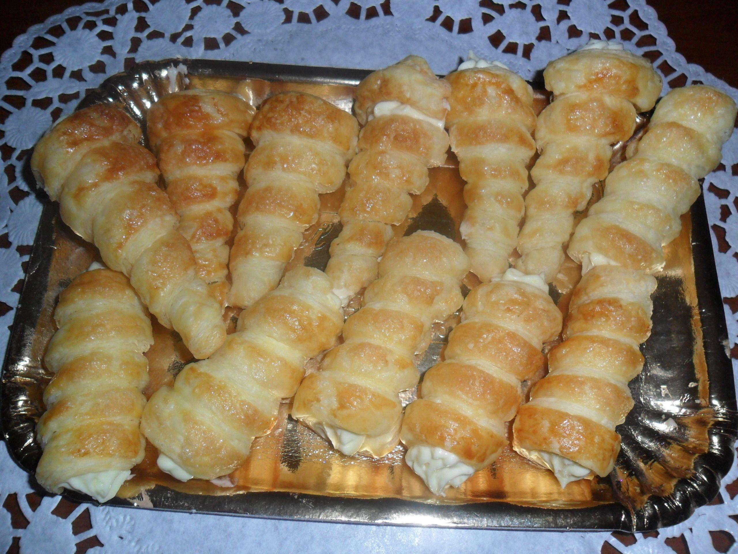 Italian Sfoglia Cake Recipes: Cannoncini Di Sfoglia Con Crema Chantilly