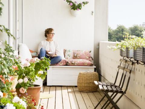 gem tliche sitzecken f rs entspannen auf dem balkon. Black Bedroom Furniture Sets. Home Design Ideas