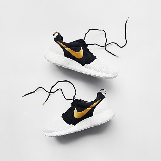 0ab5396d0267 Nike Roshe Run QS Gold Hyperfuse