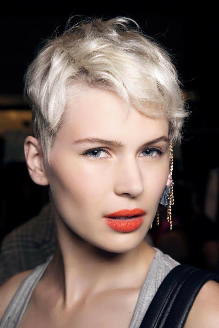 Acconciature capelli corti di lato