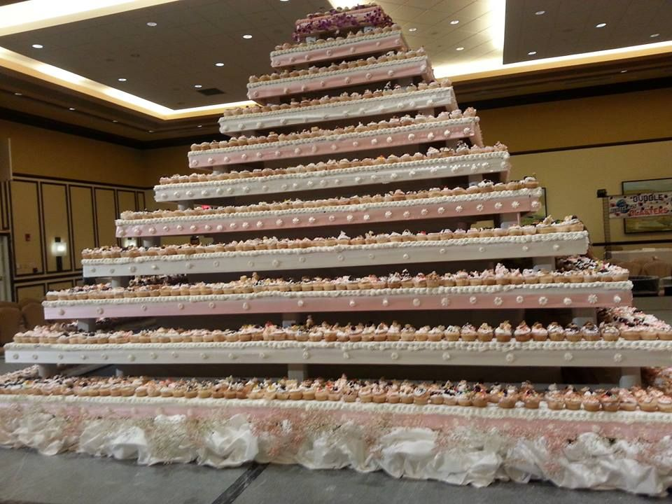 worlds largest wedding cake world s largest cupcake wedding cake foods recipes 27634