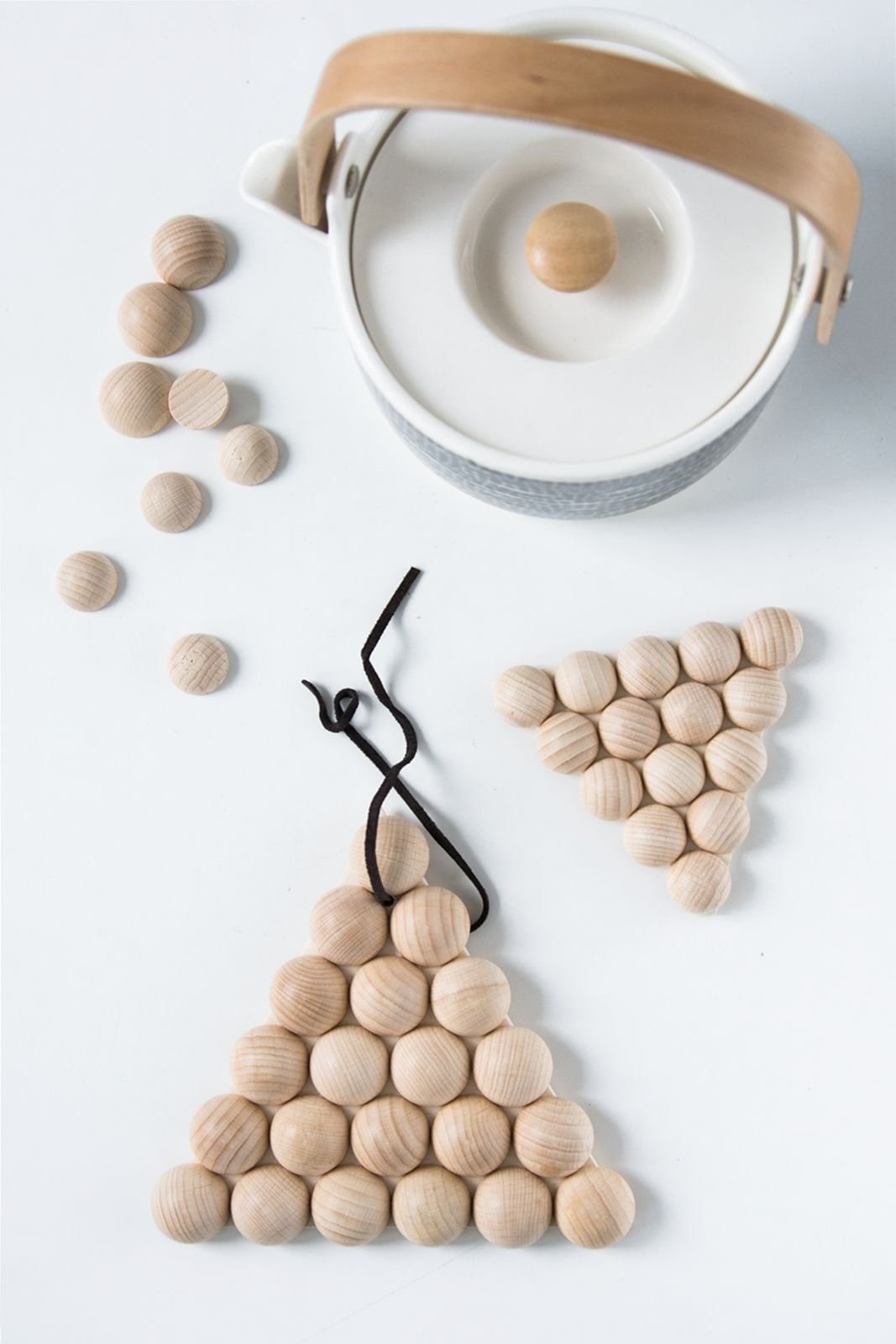 Photo of The creative DIY blog for the homely and do-it-yourself: [DIY – Quickie] Geometric coasters made of wooden balls