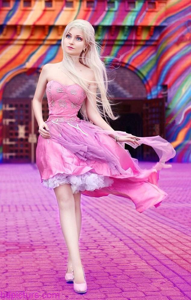 صور باربي 2017 صور باربي وصديقاتها قصة باربي الحقيقيه بالصور Girly Girl Outfits Barbie Costume Barbie Girl Real Life