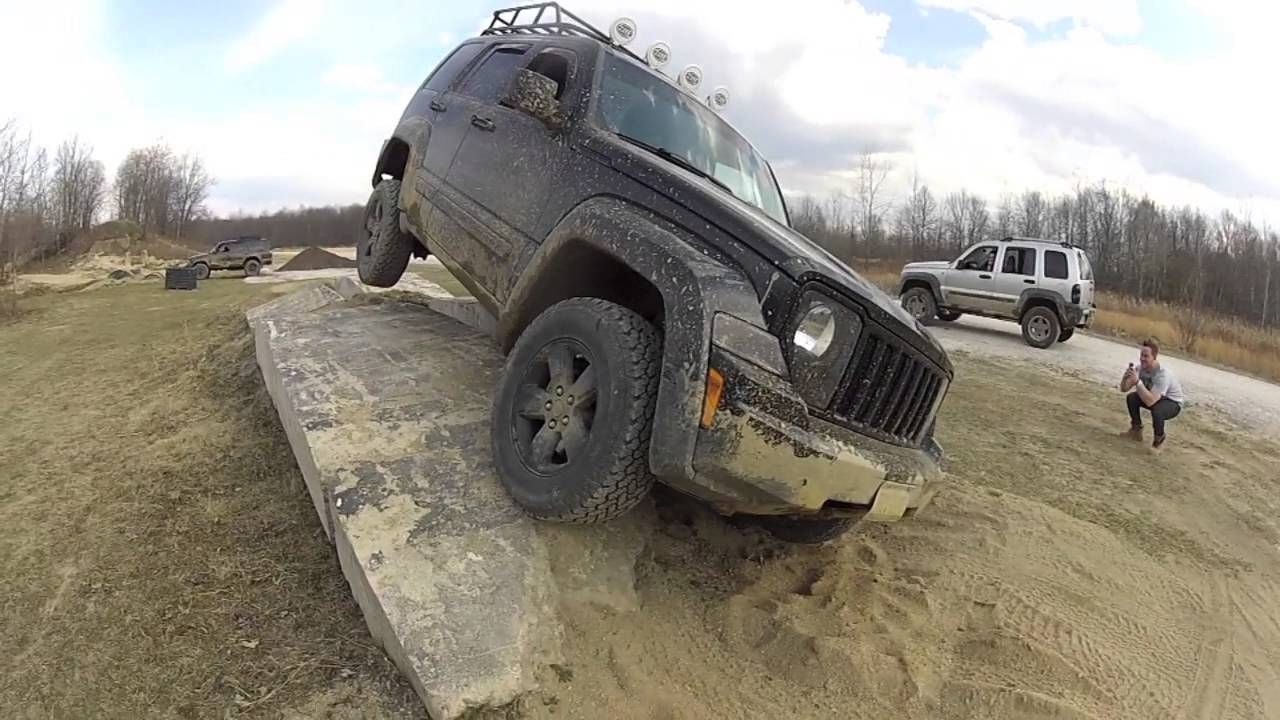 Jeep Liberty Kk Three Wheelin Obstacle Course Southington Off