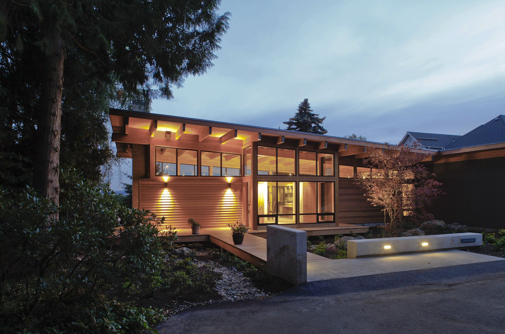 Vancouver airport home pacific northwest modern home for Northwest contemporary homes