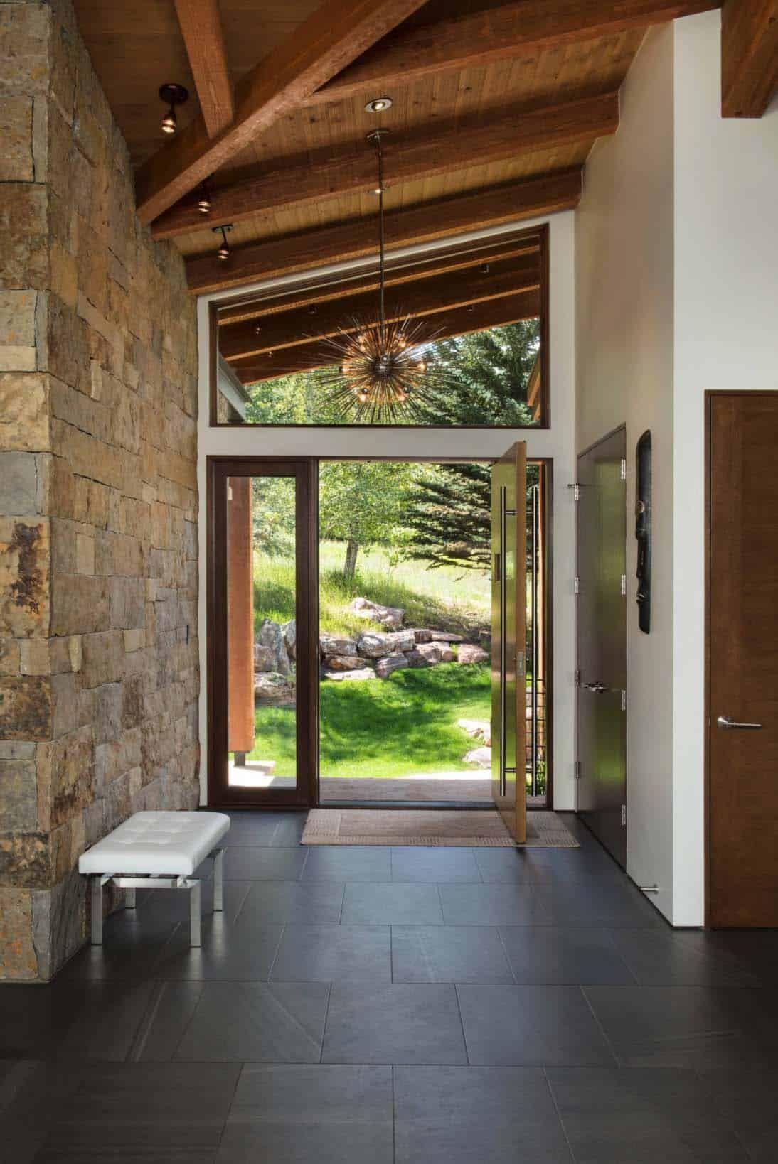 Elegant mountain contemporary home in Colorado radiates with warmth #mountainhomes