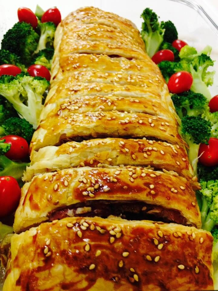 Ingredientes: – 1 peca de file mignon – 2 a 3 c. sopa de mostarda dijon – sal e pimenta moída a gosto – 600g de cogumelos frescos – 2 dentes de alho – salsinha a…