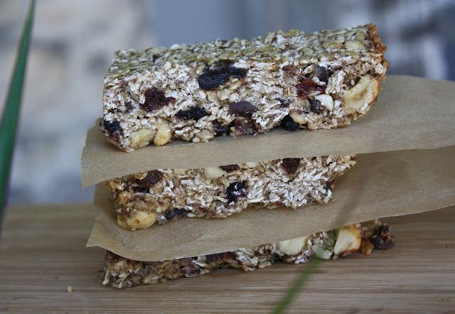 the vegan chickpea: Berry Coconutty Granola Bars