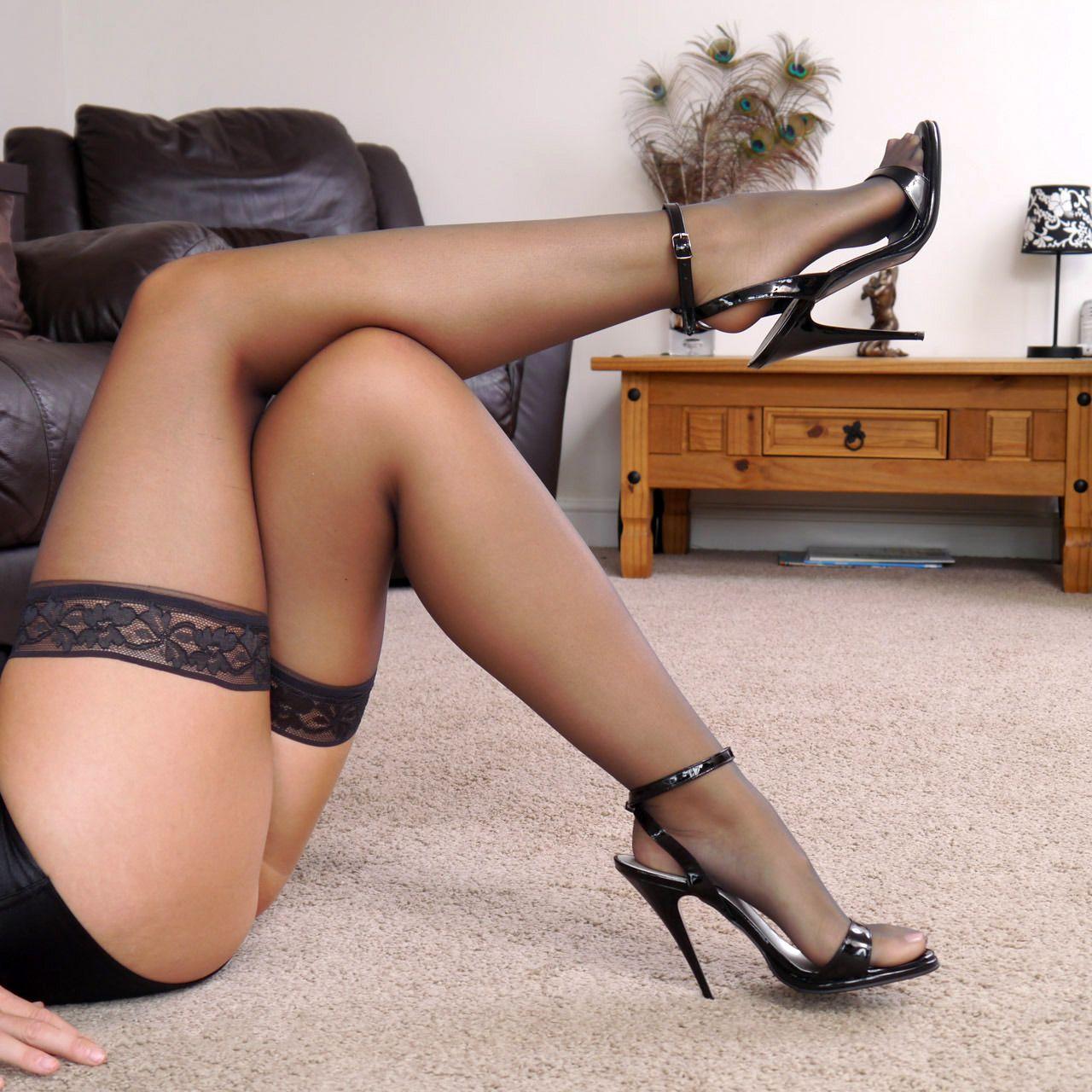 скотт голая жена в чулках на шпильках фото женщины захотели