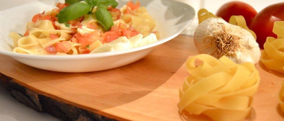 Ein köstliches Nudelrezept mit Fenchel-Salami. Zubereitet in wenigen Minuten! Das komplette Rezept findet ihr auf www.tikamana.com