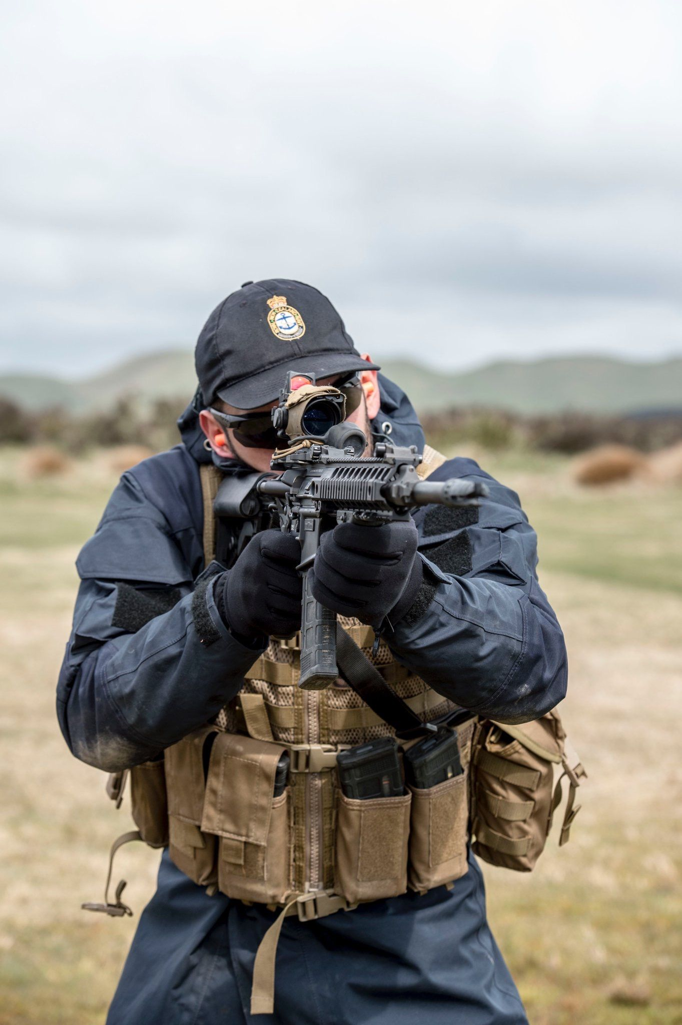 A member of the Royal New Zealand Navy trains with the NZ