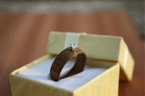 Zásnubný Drevený prsteň - Orech & Zirkón v striebornej obrube