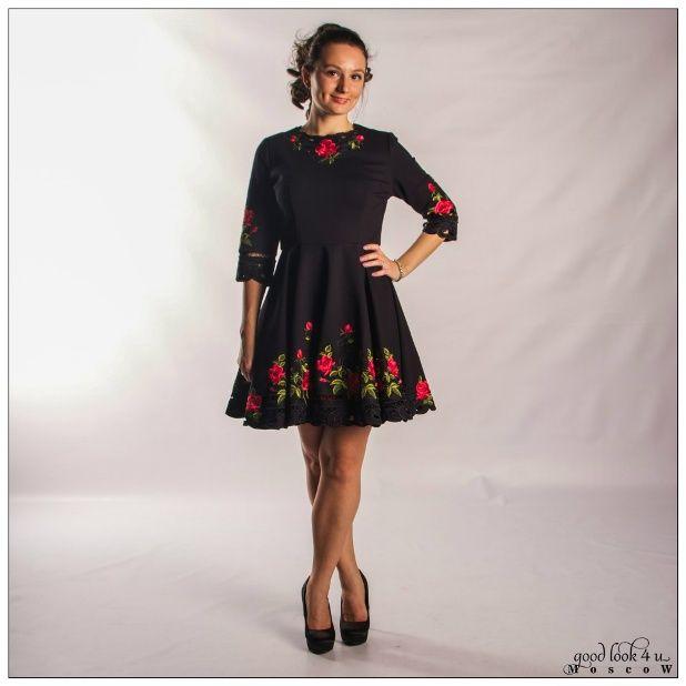 Платье с широкими рукавами и юбкой