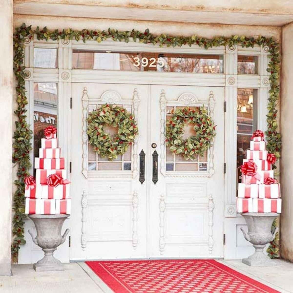 50 Awesome Christmas Front Porch Decor Ideas And Design Front Porch Christmas Decor Christmas Front Doors Outdoor Christmas