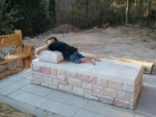 HEARTBREAKING PHOTO: Boy hugging his father's grave, an IDF soldier who fell in battle. #YomHazikaron @afagerbakke