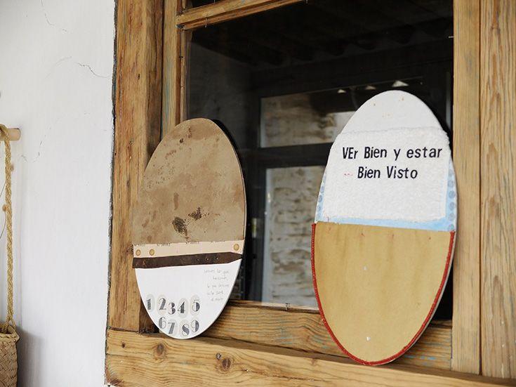 """© COLMADO MAZA Collages sobre madera (34 x 23,5 cm). Títulos: """" Se lo lleva el viento..."""" (izq)  y """"Ver bien y estar bien visto"""" (dch)"""
