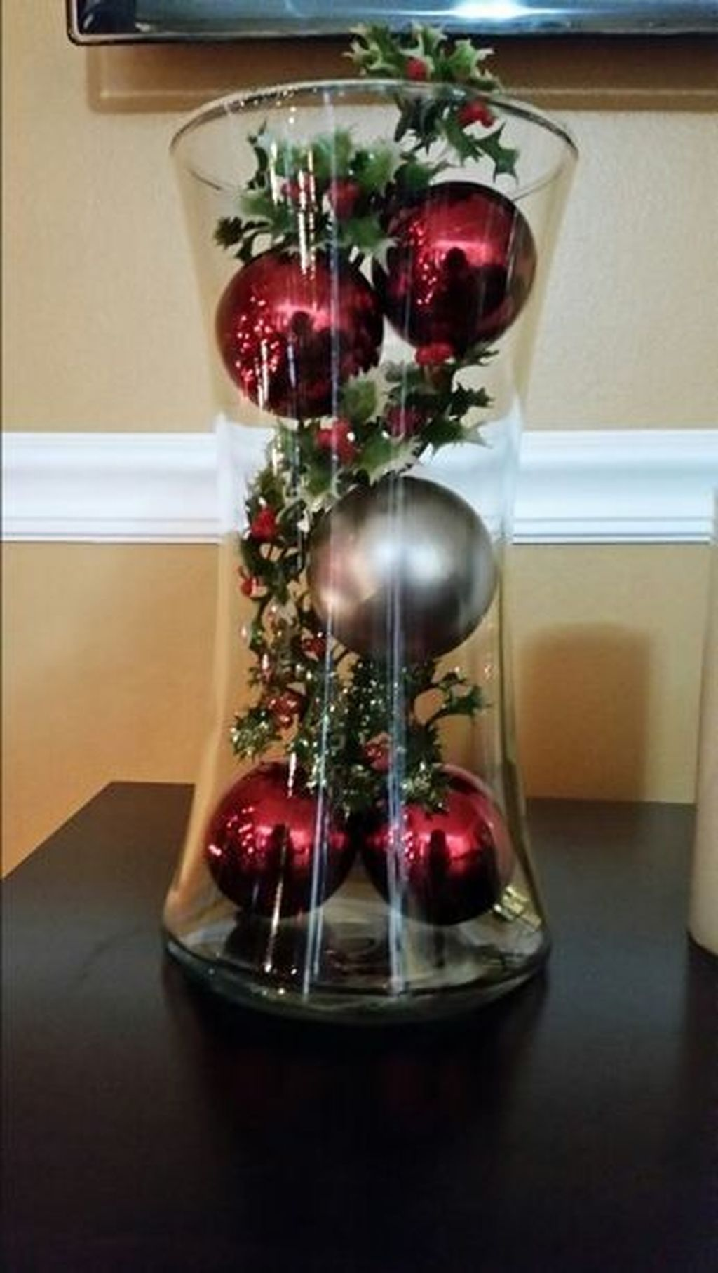 50 Brilliant Diy Centerpiece Christmas Table Decorating Ideas To Copy In 2020 Christmas Table Centerpieces Christmas Table Decorations Christmas Decor Diy