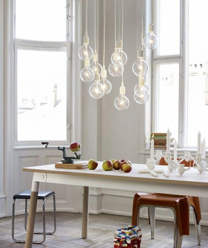 Skandinavisches Design Im Esszimmer Holztisch Mit Ausgefallenen Stühlen