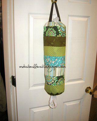 Bolsa de patchwork para guardar bolsas. Forja artesana domingo.