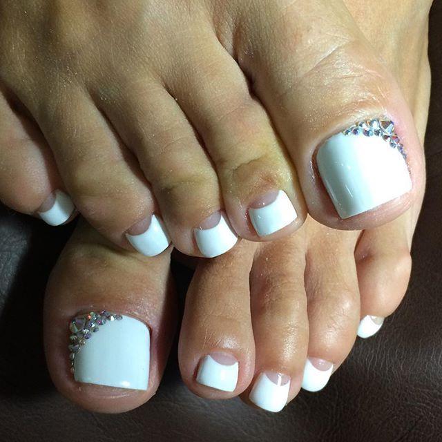 White Rhinestone Toe Nailart Pretty Toe Nails Toe Nails Toe Nail Art