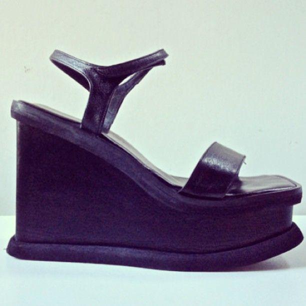 60337484d43c  90s  Vintage  Luichiny  platform  sandals  shoes available    FeelingVagueVintage.com Statigram – Instagram webviewer