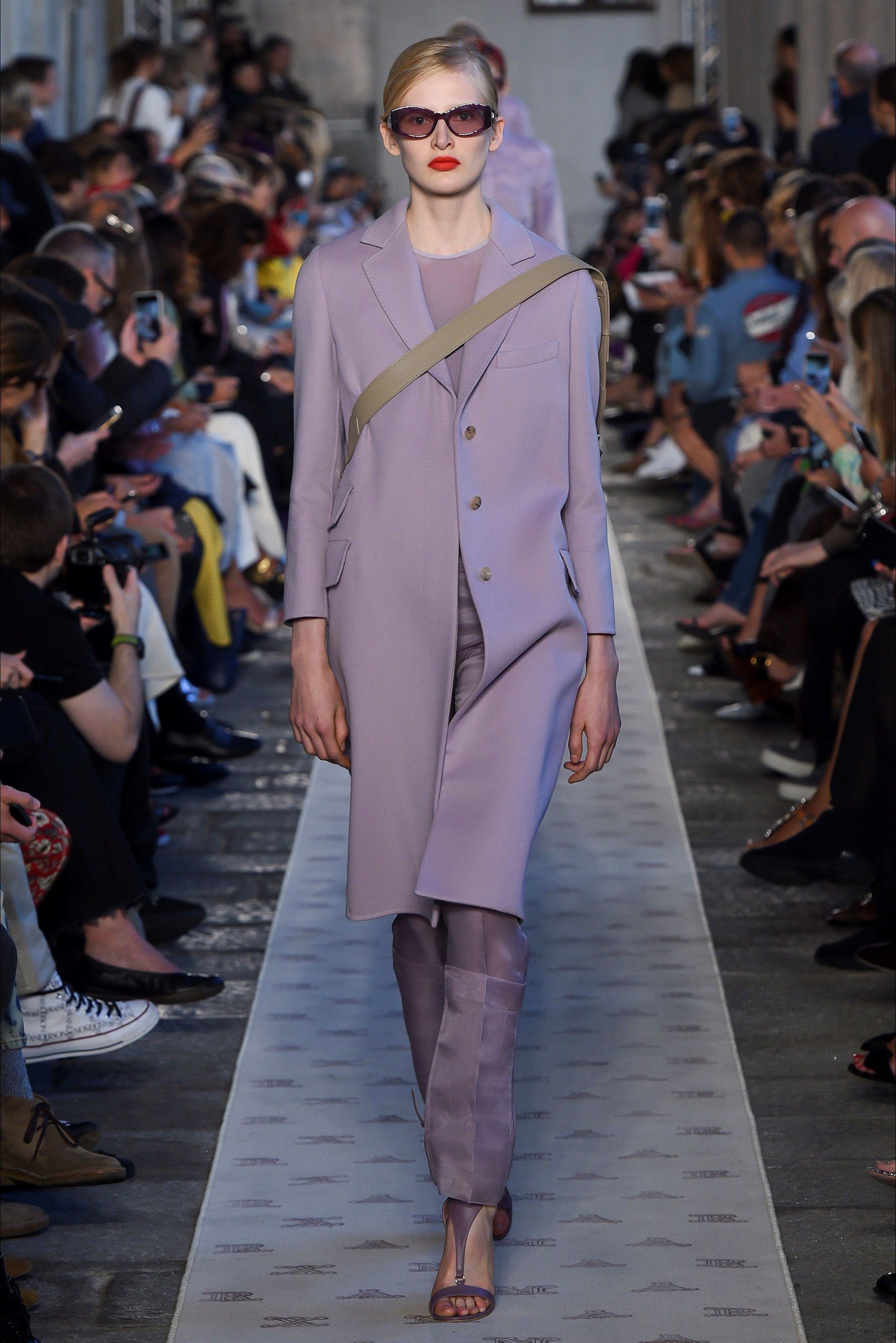 Sfilata Max Mara Milano - Collezioni Primavera Estate 2018 - Vogue ... d0c35dcf424