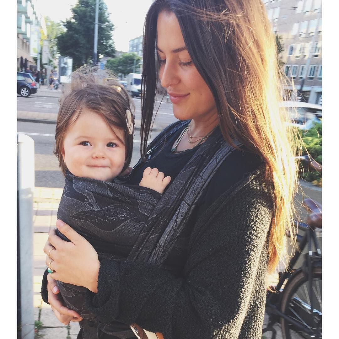 72a89bc5bbd The beautiful Romy Boomsma ( romyboomsma) in Artipoppe Two Birds   babywearing