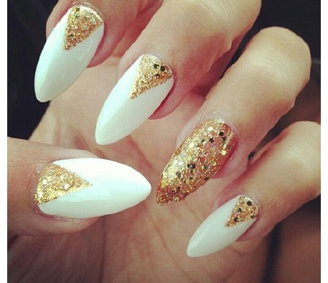 Elegant looking white and gold nail art design. Using white nail polish as  the base color, gold glitter is then used on top to for v-like shapes. - White And Gold Nails Christmas Nails ! :) Xxx Prom