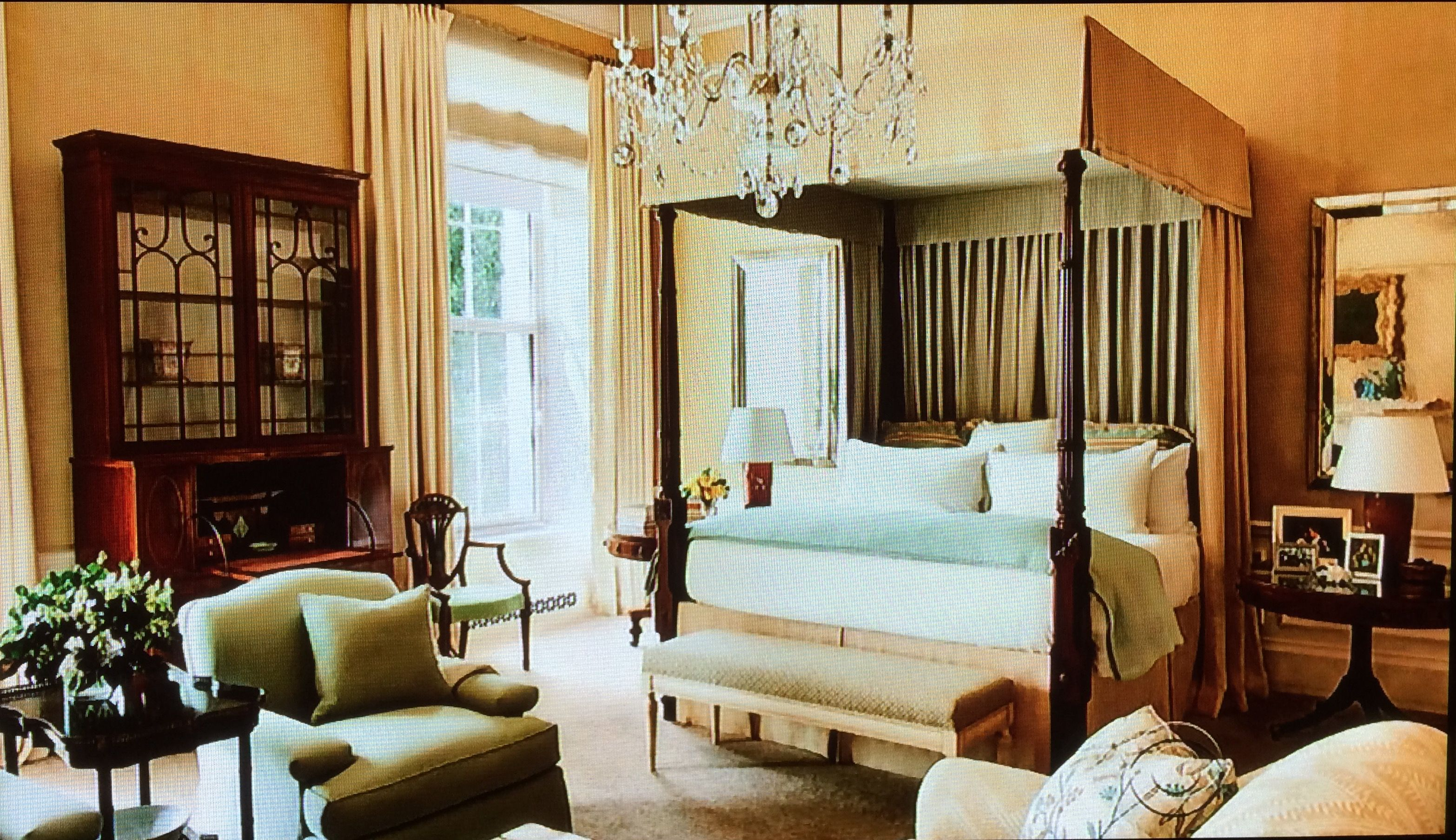 obama s master bedroom suite in the white house very tasteful rh pinterest com