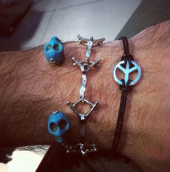LOVE PULSEIRISMO: Click exclusivo do blogueiro Andre Tajra usando a pulseira cristo GUERREIRO. Adoramos a produção!