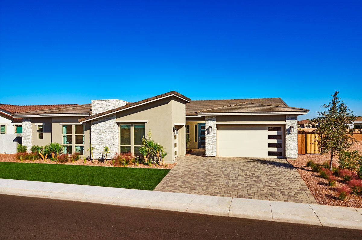 Ranchstyle Ryder model home with front and sideentry