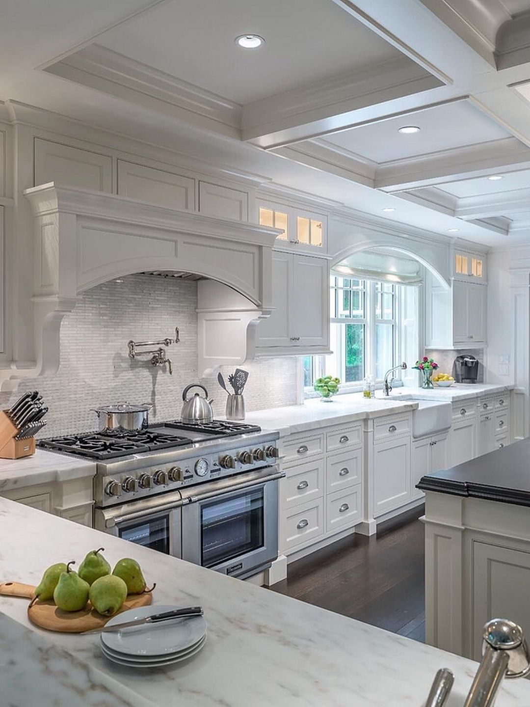 Hardwood Floors And Spectacular Coffered Ceiling Kitchen Kuche