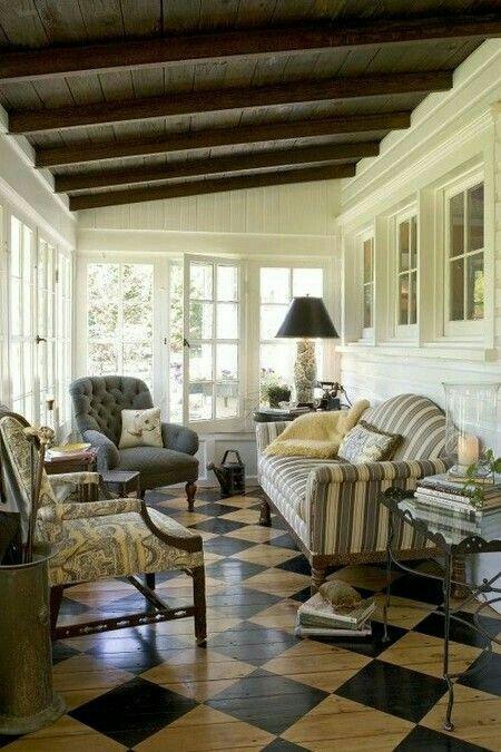 Landelijke stijl, gezellig wonen. Aanbouw, serre.