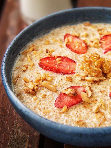 Quinoa-Porridge mit Walnüssen und Kokosmilch