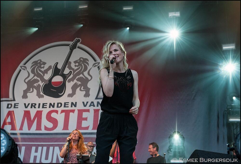 @Ilse de Lange bij Vrienden van Amstel zingen hun Helden.