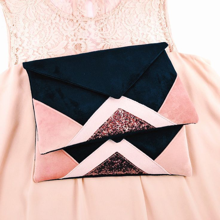 sac pochette de soir e bleu marine et rose clair poudr et. Black Bedroom Furniture Sets. Home Design Ideas