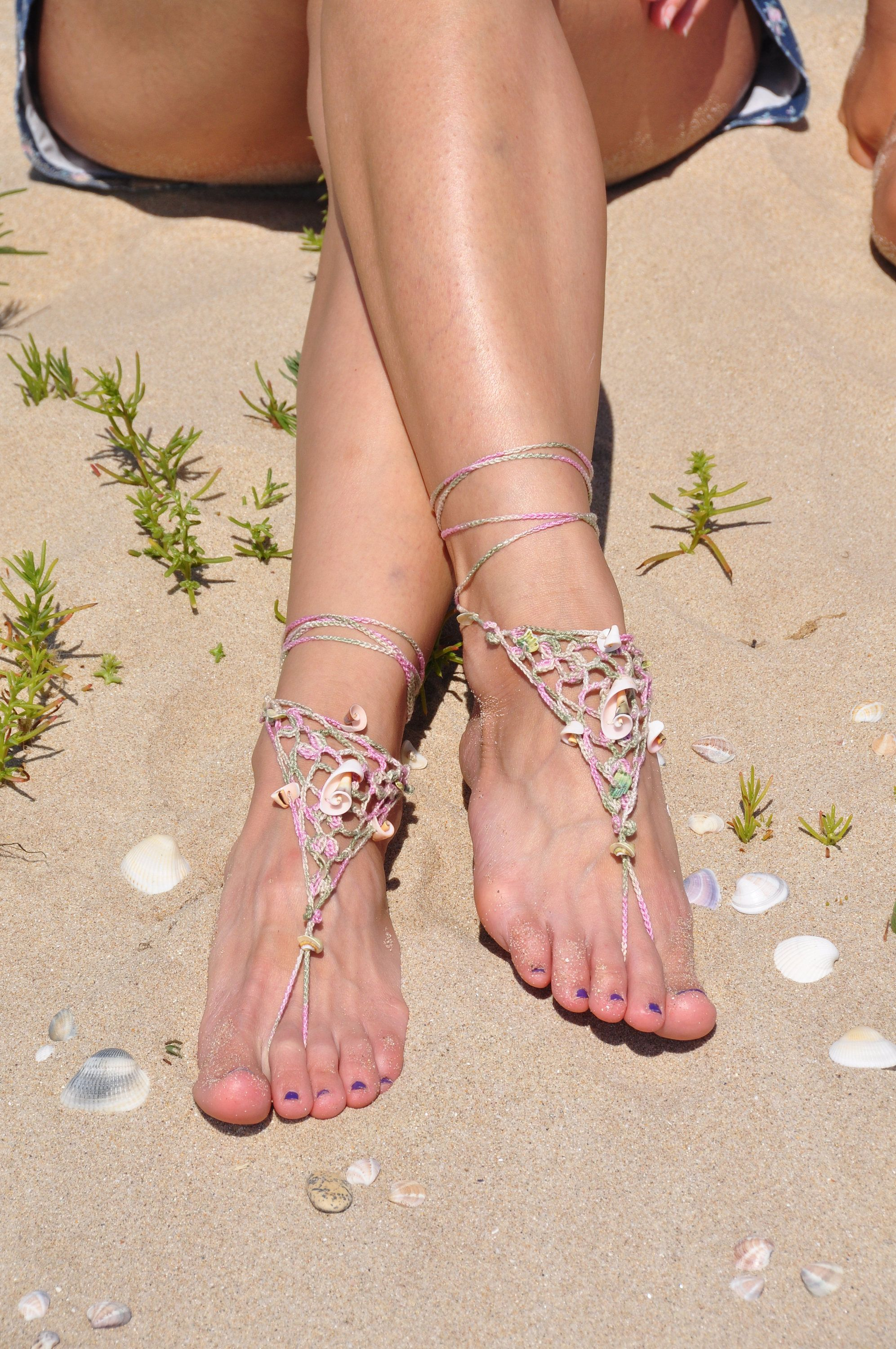Crochet barefoot sandals with seashell pieces, Beach
