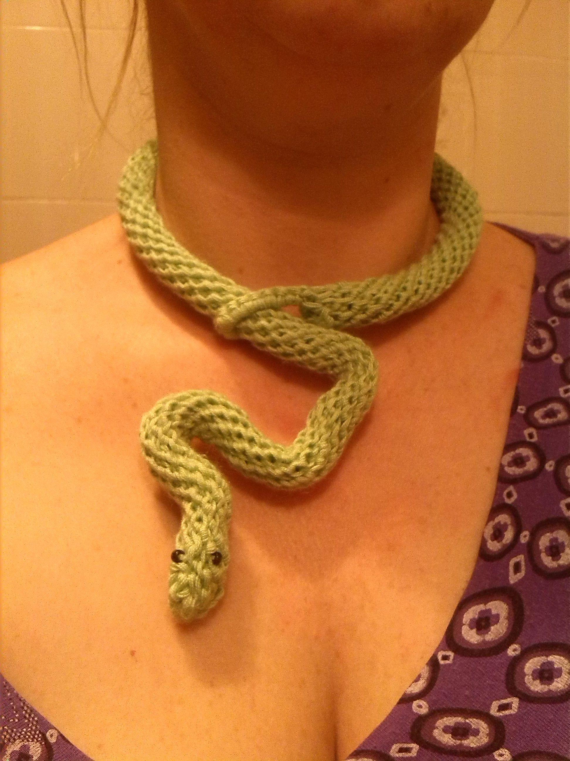 Collana di lana serpente uncinetto