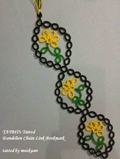 muskaan's T*I*P*S: Tatting Away II - Tatted Dandelion Chain Link Bookmark - Pattern here: http://teridusenburystattletales.blogspot.com/2014/09/tatting-bookmark-tatbits-dandelion.html   #tatting #flower
