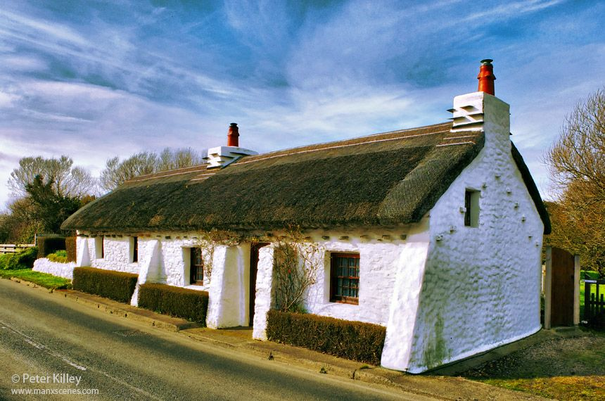 A Beautiful Example Of A Traditional Manx Thatched Cottage In Cranstal In Bride The Stones That Are Protruding B Isle Of Man Thatched Cottage Unique Houses