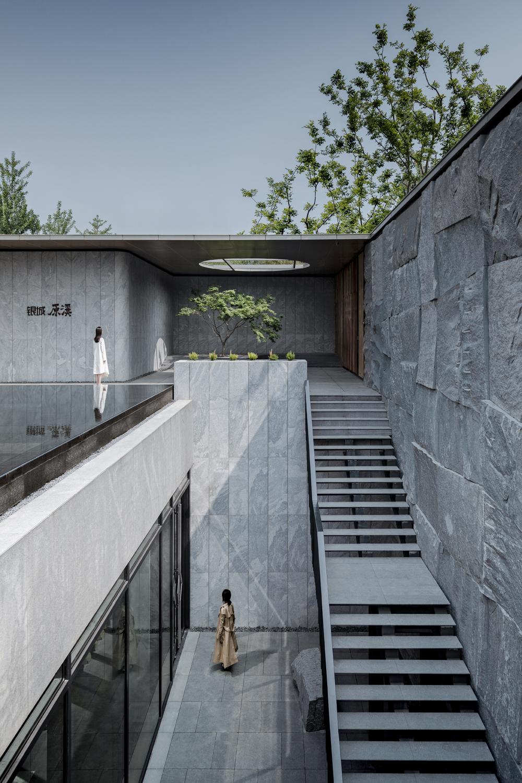 Courtyard Of Suzhou Stream Villa By Change Studio Landscape Architecture Platform Architecture Courtyard Landscape Architecture Design Concrete Architecture