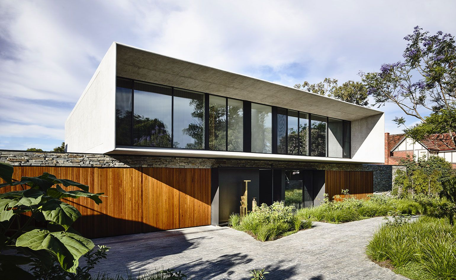 Architettura Case Moderne Idee concrete synergy: a modern house where brazil meets