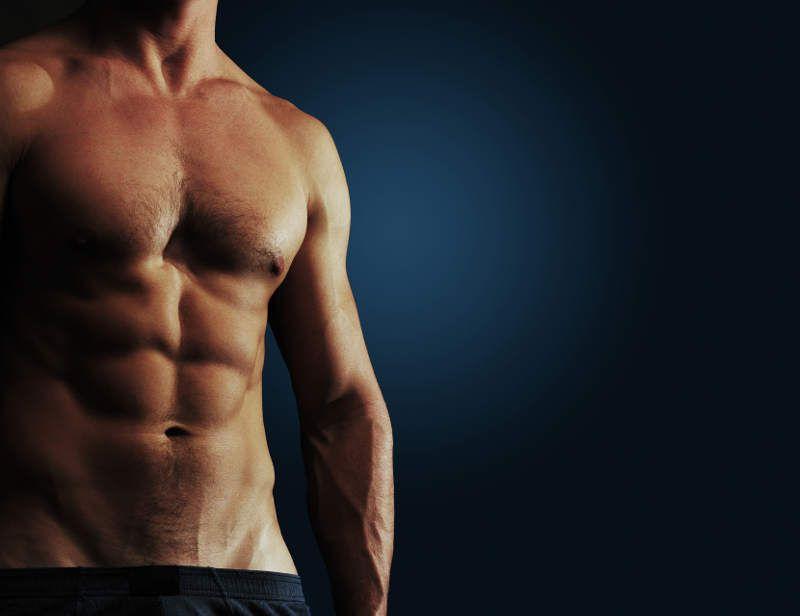 Du trainierst hart, aber Deine Muskeln wollen einfach nicht wie gewünscht zum Vorschein kommen? Mit diesen 9 Tipps werden sie schon bald besser sichtbar.