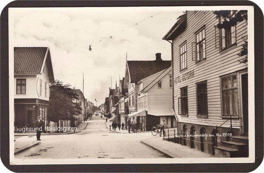 Haugesund i Rogaland fylke . Haraldsgaten. Utg Küenholdt. 1923