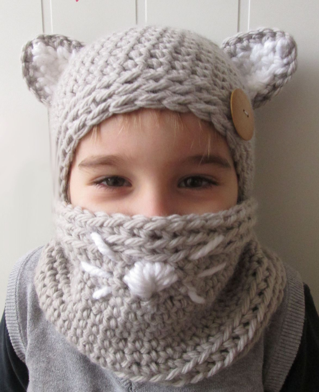 bonnet à oreilles de chat et son snood, réalisé en crochet pour les enfants,