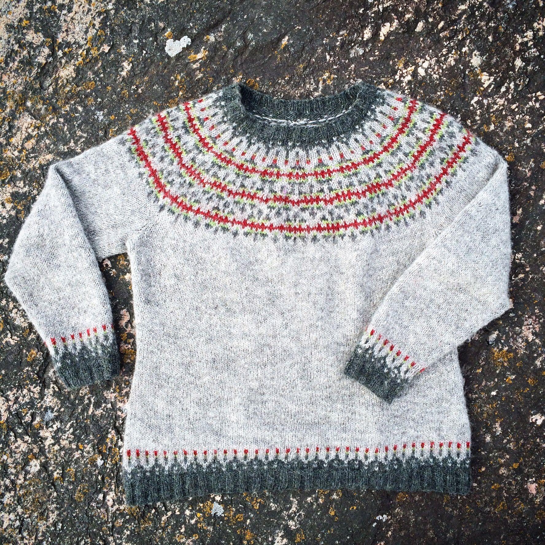 The icelandic sweater Ásta Sóllilja knitted with Ístex Létt-lopi ...