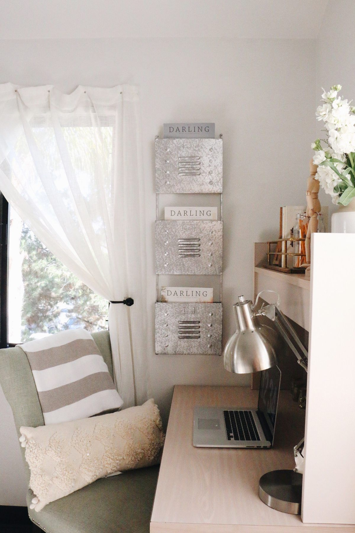 Window nook decorating ideas  how to style your dorm so that it doesnut feel like a dorm  dorm