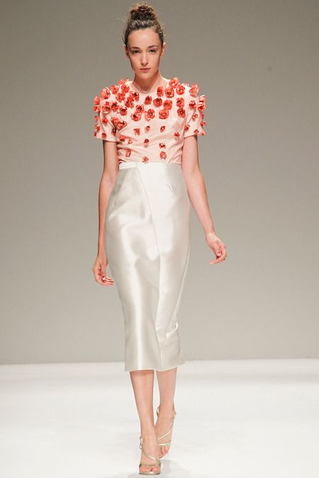 Bibhu Mohapatra Spring 2014 Ready-to-Wear Collection Slideshow on Style.com  3D florals are trending